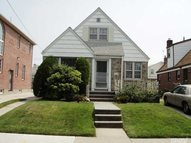 82-53 259th St Floral Park NY, 11004