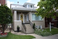 5921 North Fairfield Avenue Chicago IL, 60659