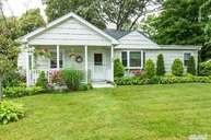 25 S Country Rd Bellport NY, 11713