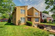 26 Colony Ln Roslyn Heights NY, 11577