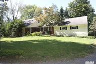 77 Duck Pond Rd Glen Cove NY, 11542