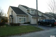 14 Pleasant Ln Bay Shore NY, 11706