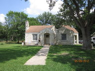 713 S Pecan Ave Luling TX, 78648