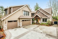 9849 Ne 28th St Bellevue WA, 98004
