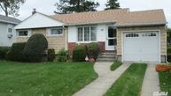 49 Grohmans Ln Plainview NY, 11803