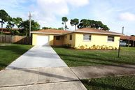 440 Alemeda Dr Palm Springs FL, 33461