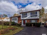823 Lindenmere Dr North Babylon NY, 11703
