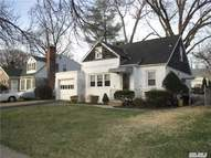 10 Redwood Rd New Hyde Park NY, 11040