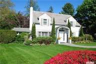 16 Briarfield Dr Great Neck NY, 11020