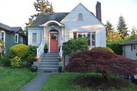831 Ne 89th St. Seattle WA, 98115