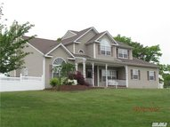 35 Ashley Cir Manorville NY, 11949