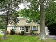 23 Alpine Dr East Haven CT, 06512