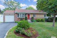 4 Timon Ct Huntington NY, 11743