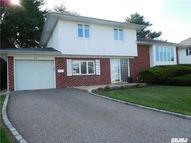 11 Amherst Dr Plainview NY, 11803
