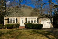 478 Pine Dr Brightwaters NY, 11718