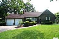 402 Pine Dr Brightwaters NY, 11718