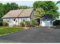 32 Willow Av Middletown RI, 02842