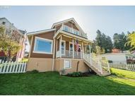 842 35th St Astoria OR, 97103