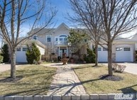 19 Hamlet Woods Dr Saint James NY, 11780
