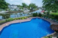 39 Riverview Ct Oakdale NY, 11769