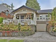3215 Ne Couch St Portland OR, 97232