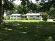 165 Lakeview Ln Mc Ewen TN, 37101