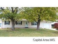 19 Circle Dr Farmersville IL, 62533