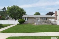 16 Crescent Dr Old Bethpage NY, 11804