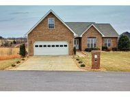 502 Sweetgrass Ln Jonesborough TN, 37659