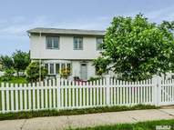 5 Meadow Ln Levittown NY, 11756