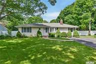 86 Maple Ave Bellport NY, 11713
