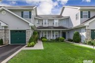 71 Willow Wood Dr Setauket NY, 11733