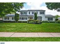 337 Maple Point Dr Langhorne PA, 19047
