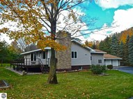 3656 W Trumbull Road Maple City MI, 49664