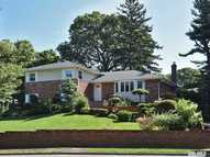 1 Roosevelt Dr East Norwich NY, 11732