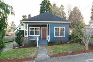 917 N 90th St Seattle WA, 98103