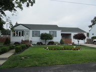 467 Outlook Ave West Babylon NY, 11704