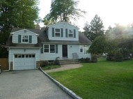 2 Colony Dr Caldwell NJ, 07006