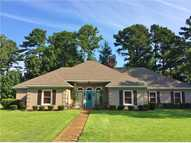 734 Country Pl Pearl MS, 39208