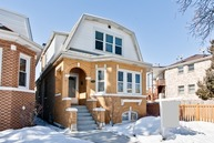 5764 North Mango Avenue Chicago IL, 60646