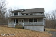 160 Hedge Hollow Ct Greeley PA, 18425