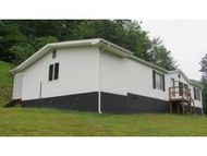 213 Commonwealth Dr Clintwood VA, 24228