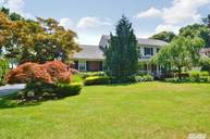 55 Robbins Dr East Williston NY, 11596