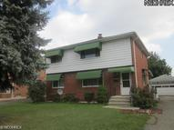 81 83 Greencrest Ter Akron OH, 44313