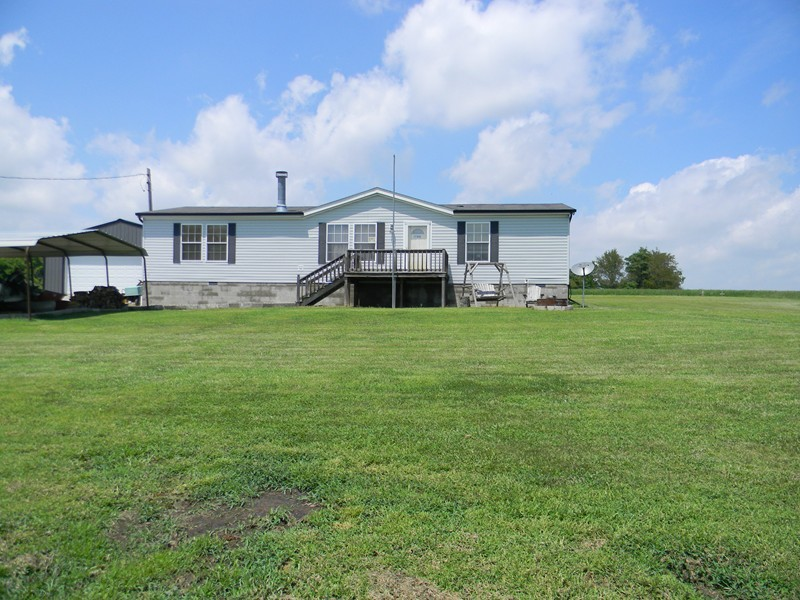 4551 Private Road 20 Pinckneyville IL, 62274