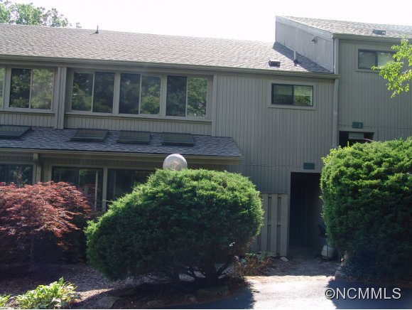 60 E Toxaway Shores Lake Toxaway NC, 28747